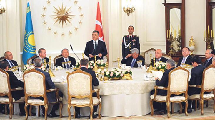 'Türk Dünyasının Aksakalı'ndan Kartal Nişanı