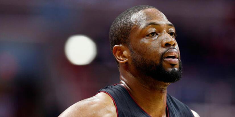 Wade, Miami Heat'te kaldı!