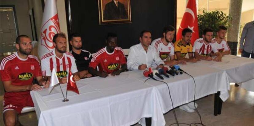Sivasspor'da 7 imza birden