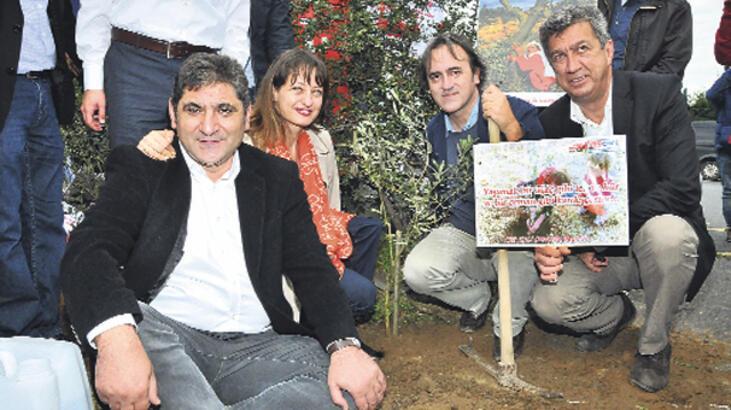 CHP'den zeytin  fidanlı protesto