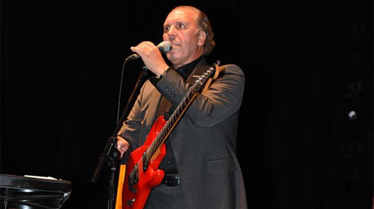 Fatih Erkoç'tan blues tarzında 'Emmoğlu'