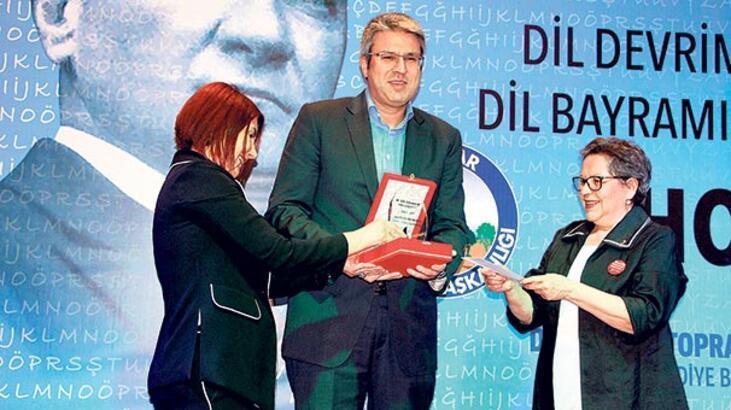 'Türkçe bizim ses bayrağımızdır'