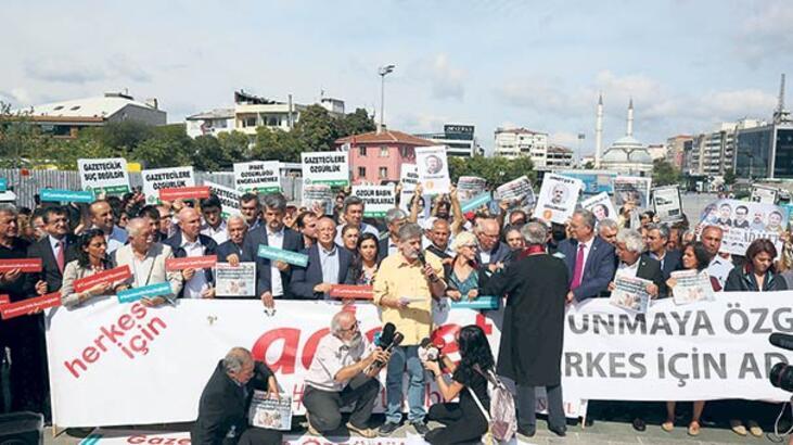 Cumhuriyet Gazetesi davası: Gürsel'e tahliye, 5 kişi için tutukluluğa devam