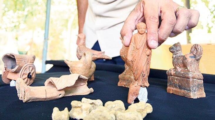Mezardan 2 bin yıllık oyuncak çıktı
