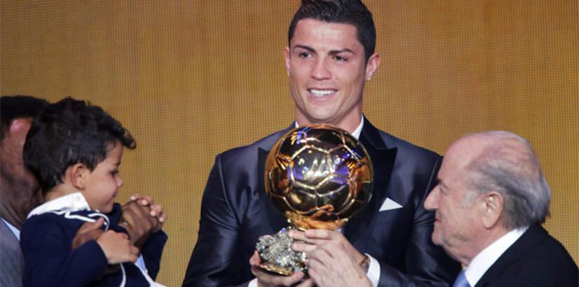 Ronaldo, Ballon d'Or ödülünü bağış için sattı