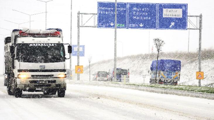 İstanbullu kar yağınca kış lastiğine sarıldı