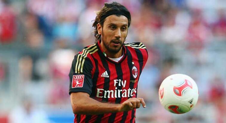 İtalyan futbolcu kariyerine devam edeceği kulübü internette buldu
