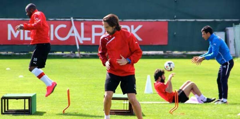 Antalyaspor'da 4 eksikle antrenman