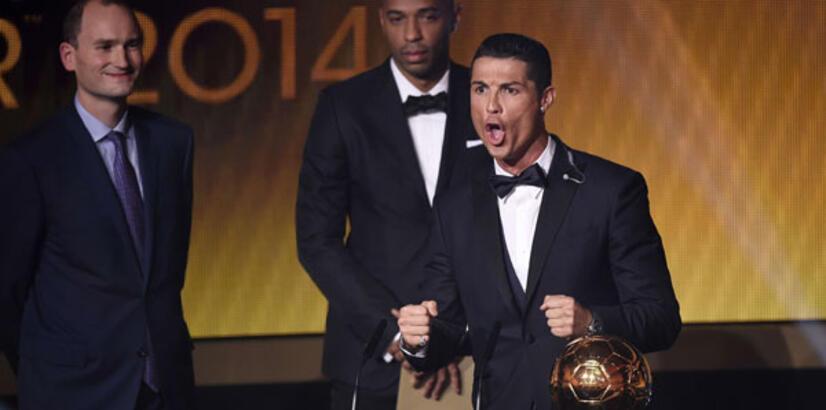 Cristiano Ronaldo Altın Top Ödülü'nün sahibi oldu