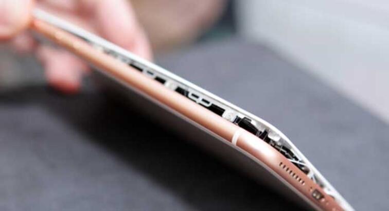 Şarja takılı iPhone 8 patlamış halde bulundu!
