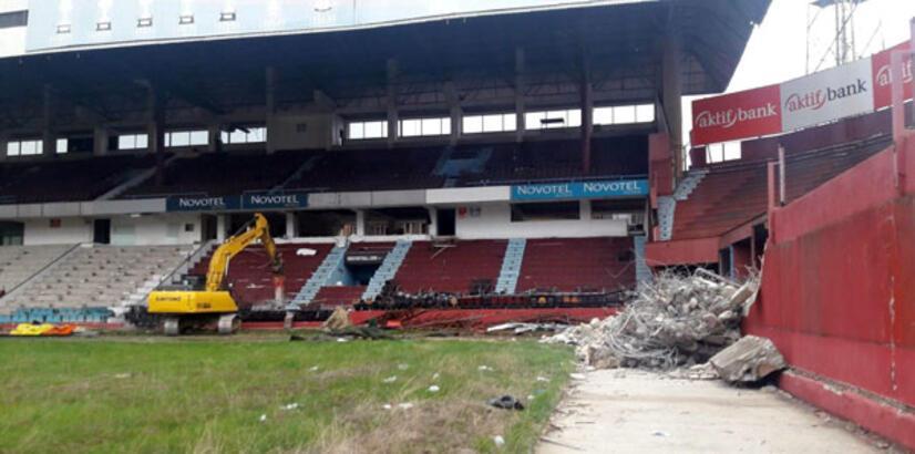 Avni Aker Stadyumu'na yıkım için ilk kepçe vuruldu