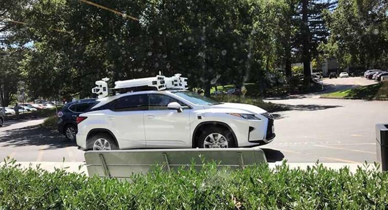 Apple'ın sürücüsüz otomobili kameralara yakalandı