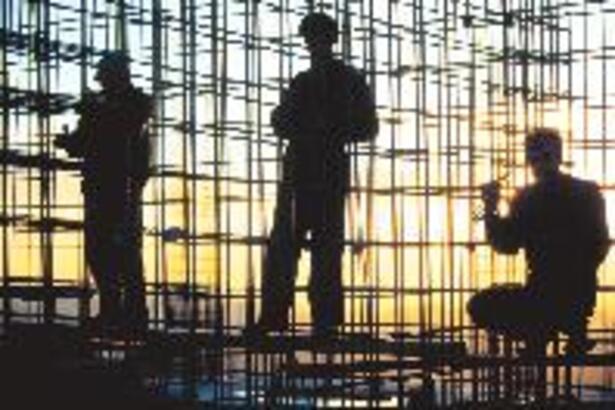 'Umutsuzluk inşaatına' 2004'te bir tuğla daha