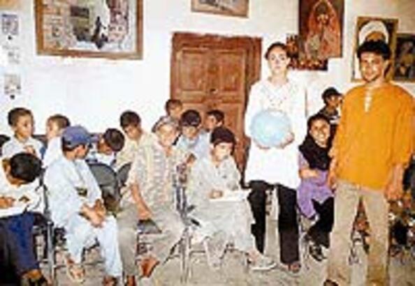 Afgan çocuklarının Belkıs ablası