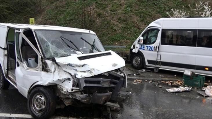 Sultangazi'de iki minibüs kafa kafaya çarpıştı! Yaralılar var