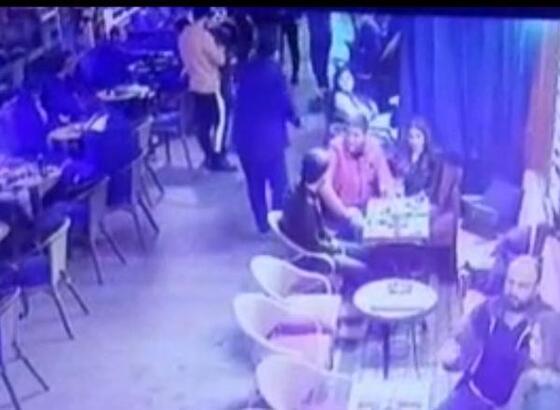 Barlar sokağında şok! Kız arkadaşının arkasından yanaşıp...