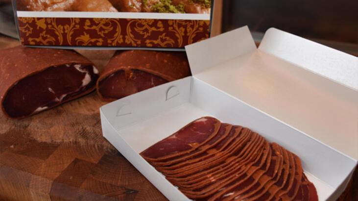 Pastırma ile sucuğa, gümrük geçişi için baklava ve lokum kutusu