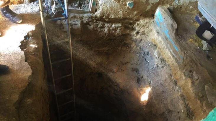 Hazine bulmak için evinin altını 10 metre kazdı