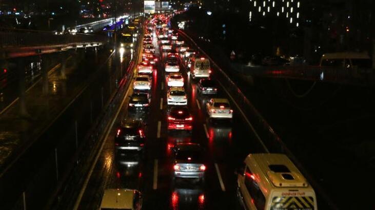 İstanbul'da trafik yoğunluğu! Yüzde 81'e çıktı