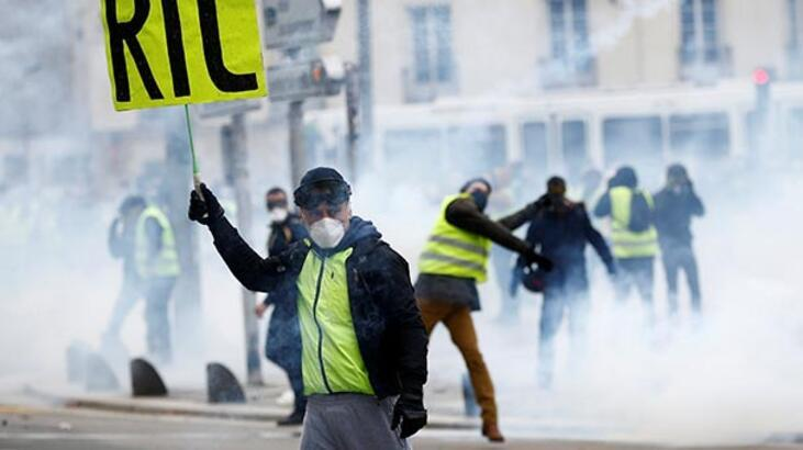 Fransa protestolarda maske takılmasını yasakladı