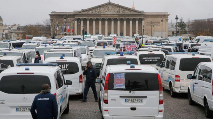 Fransa'da ambulans şoförleri de eyleme başladı