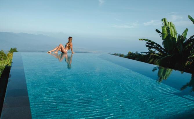 Bali her turistten 10 dolar alacak