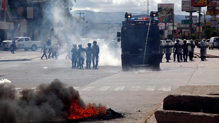 Honduras'ta sokaklar karıştı