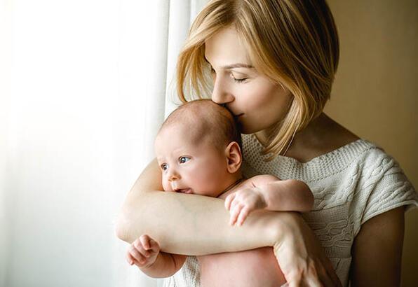 Kucaklamak, bebeklerin stresini azaltıyor