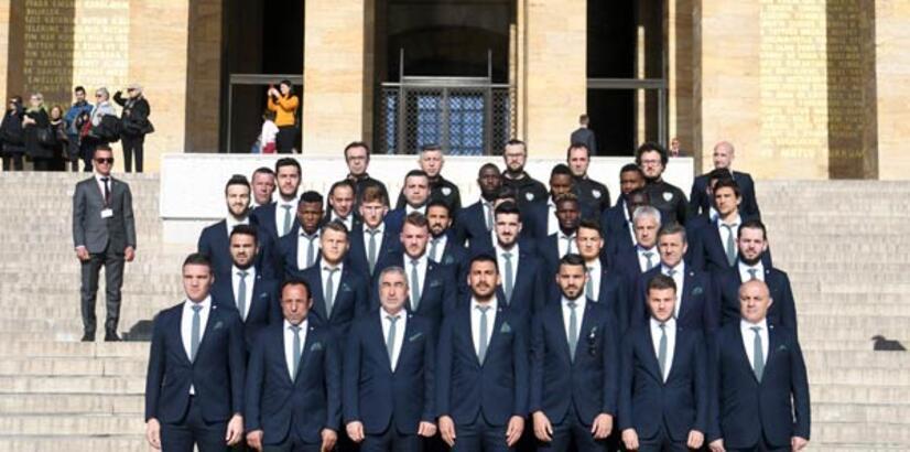 Bursaspor kafilesi, Anıtkabir'i ziyaret etti