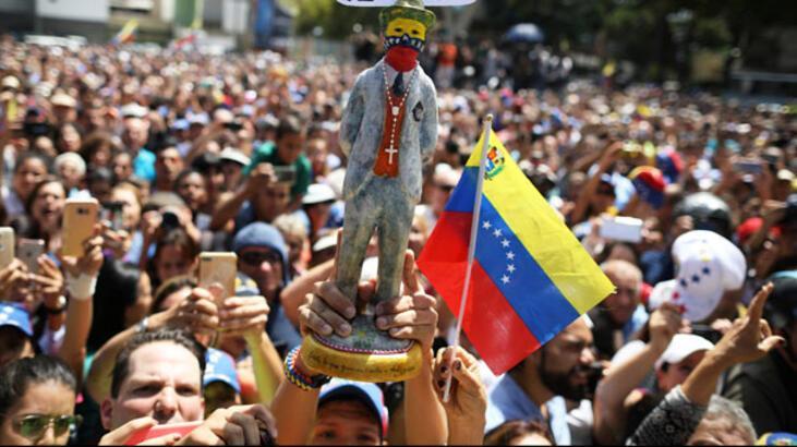 Venezuela'da muhalifler yeniden sokağa iniyor
