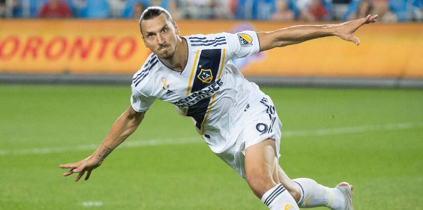 Zlatan Ibrahimovic'in sözleşmesi 1 yıl uzatıldı!
