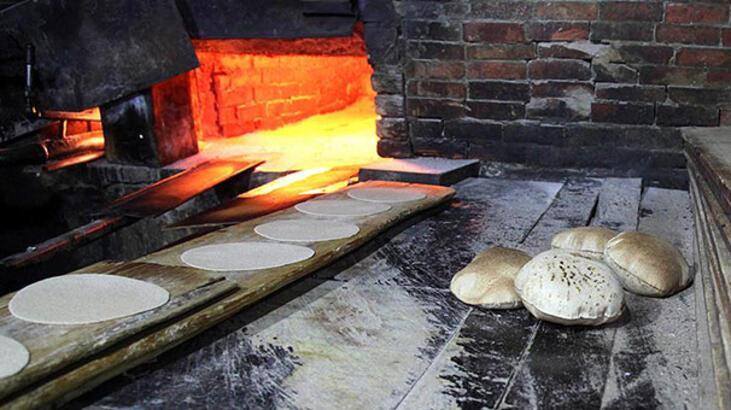 İran'da halk ekmek kaçakçılığına başladı