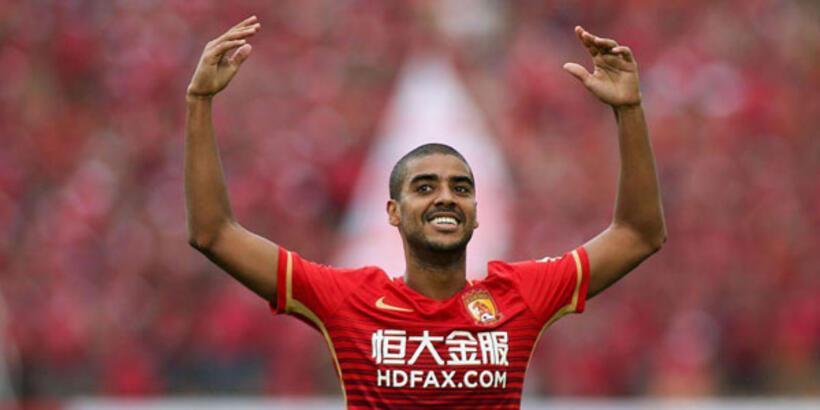 Alan Carvalho'da mutlu son!