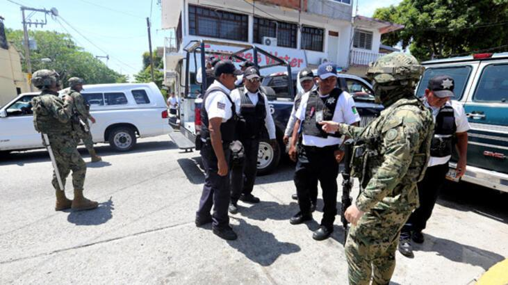 Acapulco'da tüm polis memurlarının silahlarına el kondu