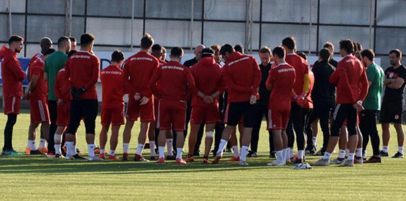 Demir Grup Sivasspor 3 eksikle çalıştı!