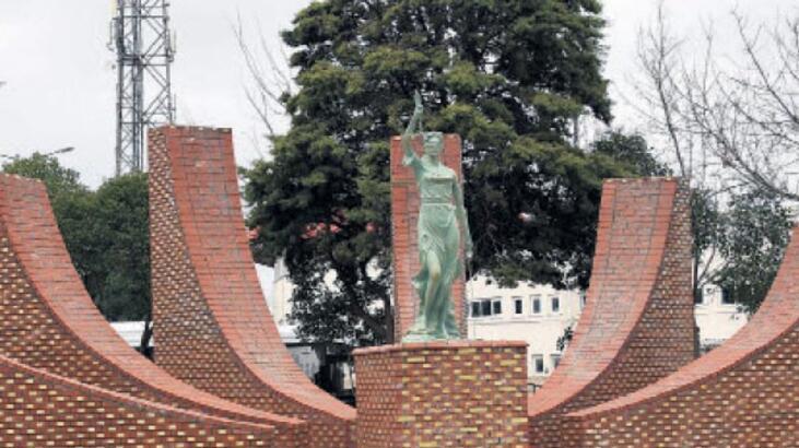 Çanakkale'ye adalet heykeli
