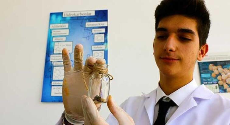 Türk lise öğrencisi, babasının hastalığına çözüm ararken araştırmasıyla dünya ikincisi oldu