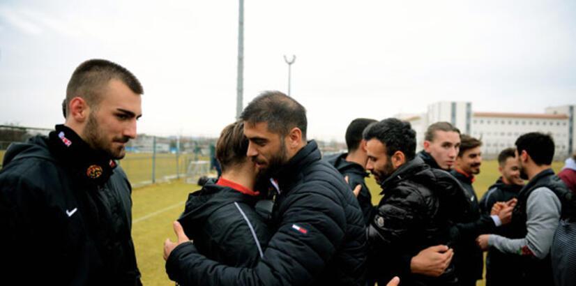 Eskişehirspor'da lisansı çıkmayan 9 futbolcu tesislerden ayrıldı