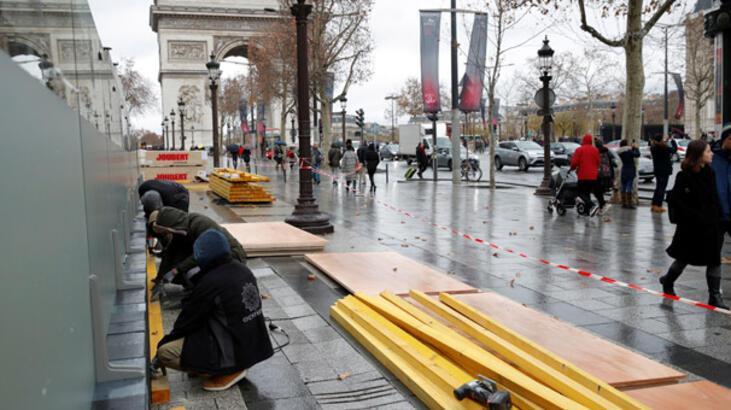 Fransa: Protestolar canavar yarattı, şiddete müsamaha göstermeyeceğiz