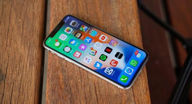 Uyurken sevgilisinin iPhone'u parmak iziyle açan adama ceza verildi
