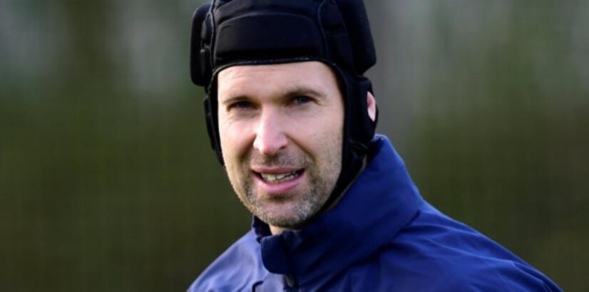 Petr Cech futbolu bırakacağını açıkladı