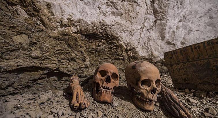 Mısır'da 4 bin 400 yıllık mezar bulundu