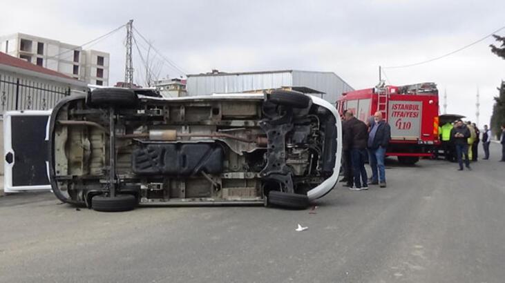 Sancaktepe'de minibüs devrildi! Çok sayıda yaralı var