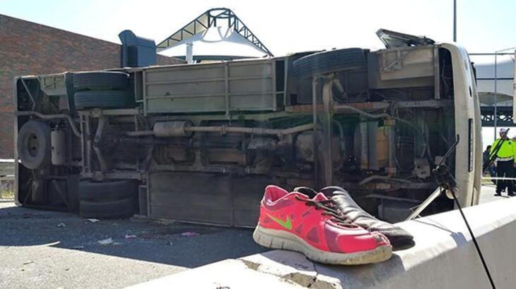 İzmir'de çocukları ve ailelerini taşıyan midibüs kaza yaptı