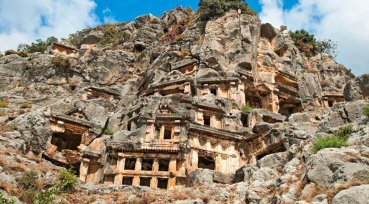 Myra antik kenti hangi ilimizin sınırları içerisinde bulunmaktadır?