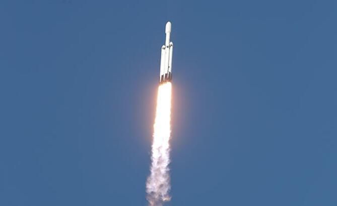 Space X Falcon Heavy roketini ilk kez ticari amaçlı fırlattı