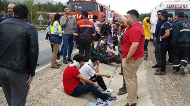 Mersin'de işçi servisi devrildi: 11 yaralı