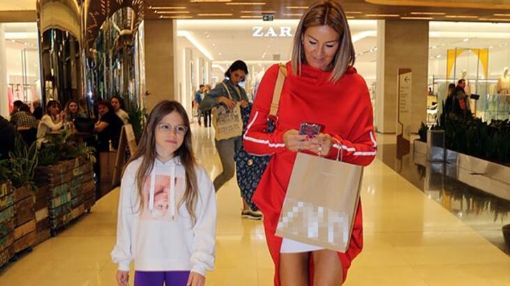 Pınar Altuğ alışveriş turunda