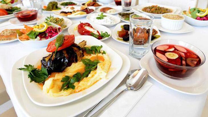 """İstanbul'da """"5 yıldızlı"""" iftar kişi başı 400 lirayı aşıyor"""