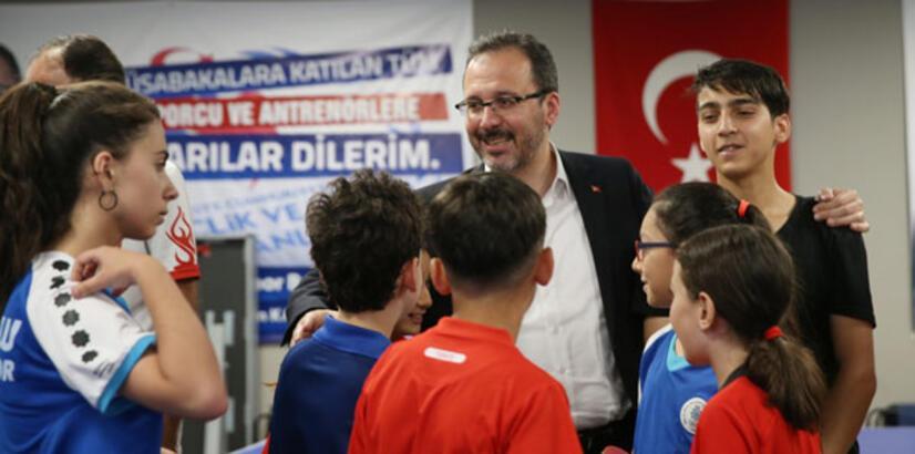 Bakan Kasapoğlu'ndan genç sporculara ziyaret